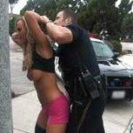 imagen XVideos de una puta callejeros arrestada y follada por un poli