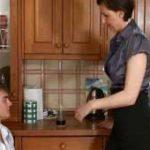 imagen Madres que se tiran a sus hijos en la cocina