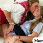 imagen Pijas Colegialas cachondas y lesbianas
