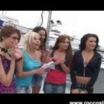 imagen Grupo de chicas se presentan a Rocco Siffredi