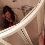 imagen espia a su hermana en la ducha y se la folla