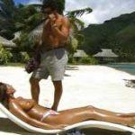 imagen porno con Bolivia Samsonite en la playa
