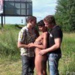 imagen teniendo sexo en el campo con un trio