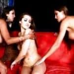 imagen teen de 18 timida se atreve con dos chicas