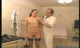 video relacionado doctor pervertido se aprovecha de una pacient