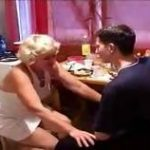 imagen video porno madre le chupa el pene a su hijo