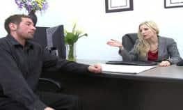 video relacionado Teniendo sexo en la oficina con mi jefa rubia