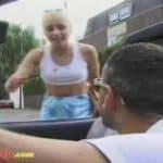 imagen Rubia sale de la escuela con un desconocido