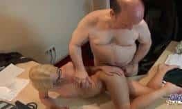 video relacionado abuelo teniendo sexo gratis con rubia 19