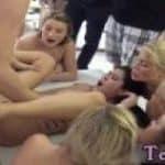 imagen Una polla entre una orgia de lesbianas