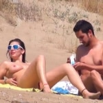 imagen Voyeur tiene una buen sexo en la playa nudista