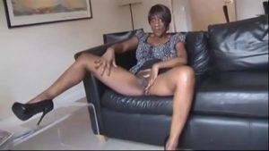 imagen Ama de casa madurita muestra su coño en la cam con el covid19